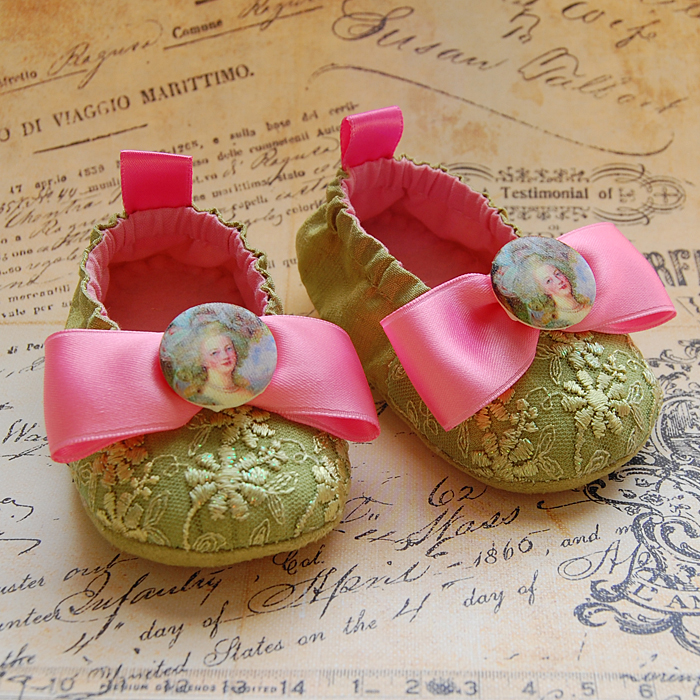VIGNETTE-lime green baby shoes
